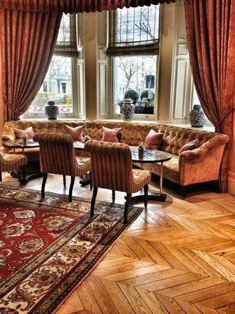 The Kensington: Hotel Lounge area