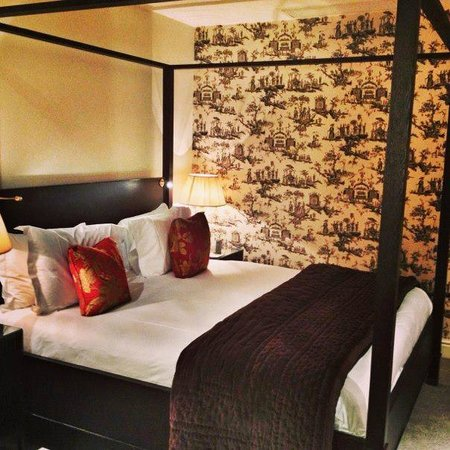 The Kensington: Junior Suite 4 Poster Bed