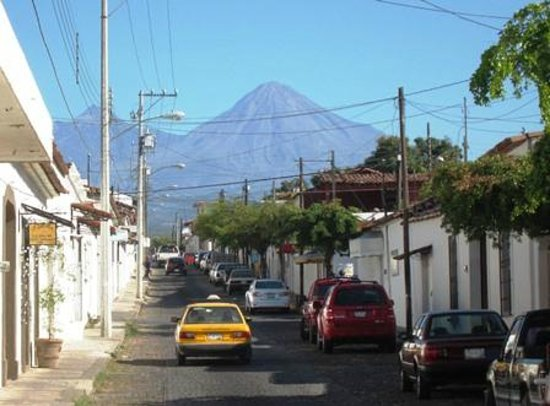 Hostal Casa Blanca: Volcano view from Comala
