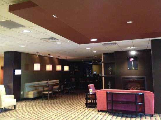 Holiday Inn Grand Rapids Downtown:                   bar and lounge area