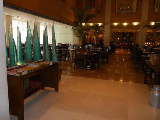 Courtyard by Marriott Chennai:                   hotel restaurant/lobby area