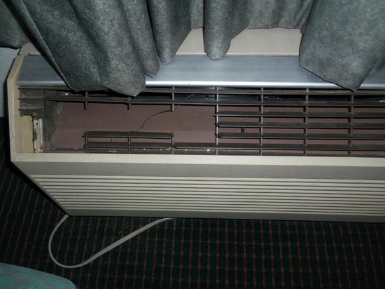 Rodeway Inn & Suites Manchester:                   heater in broken condition