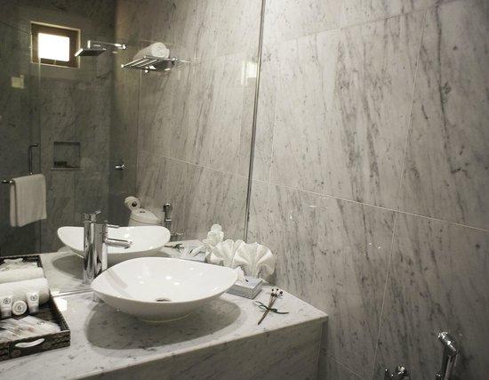 Ensuite Italian Marble Bathroom With Rain Shower Picture Of Gingerflower Boutique Hotel Melaka Tripadvisor