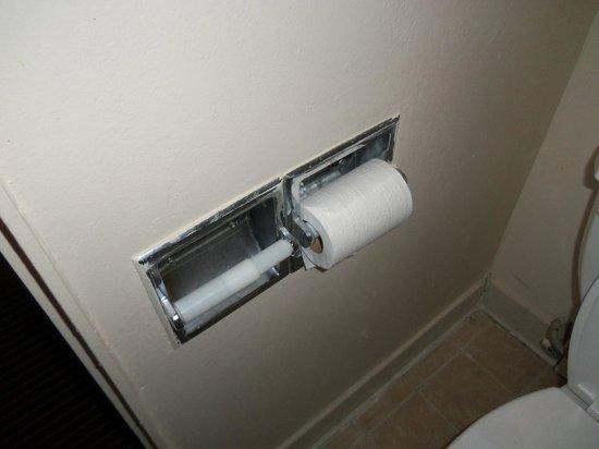 Rodeway Inn & Suites Manchester:                   Toilet paper