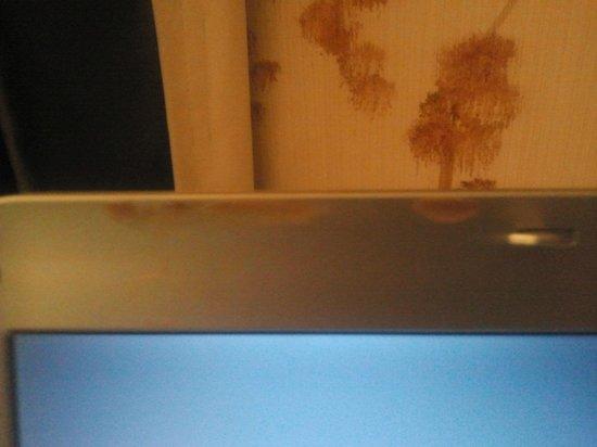 Petit Palace Posada del Peine:                                     el borde de la pantalla de ordinador sucia