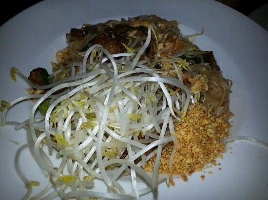Saigon Cafe: Pad Thai Beef Noodles