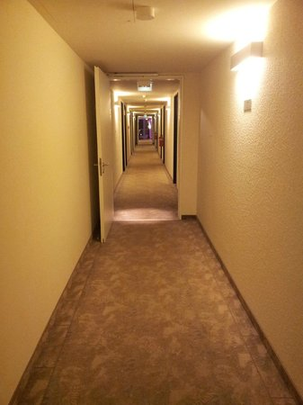 Arcotel John F: corridor