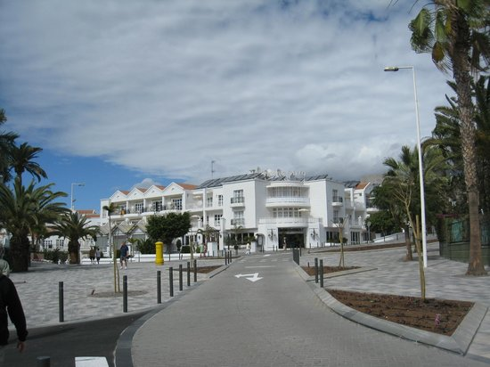 Parque del Sol:                   The hotel from outside