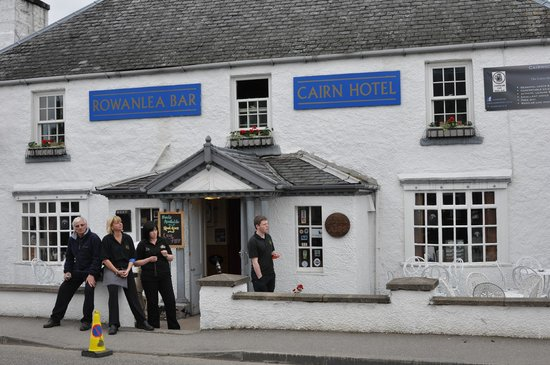 كيرن هوتل - إن: Rowanlea Bar & Cairn Hotel