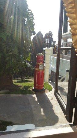 The Elgin, Darjeeling:                   Charming, working postbox