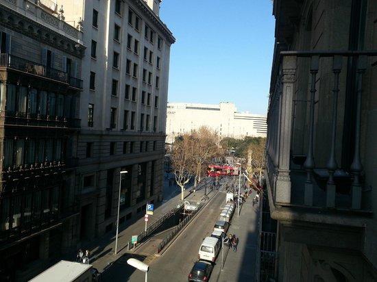 Hotel Pulitzer: Vue sur la plaça de la Catalunya !