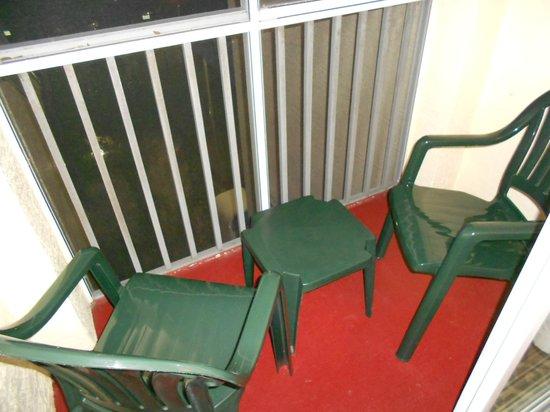 Grande Villas Resort:                   Mini balcon (à 4, y aller à tour de rôle !)