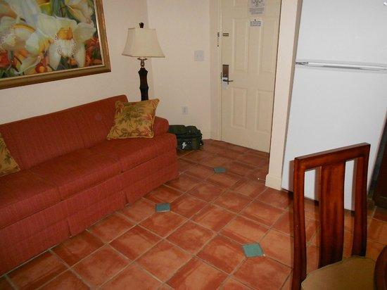 Grande Villas Resort:                   Le 2e couple dort les pieds au frais dans la cuisine !
