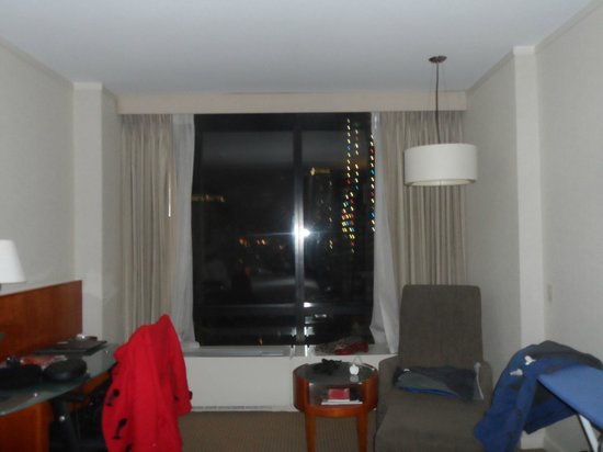 Millennium Hilton New York Downtown: massive windows