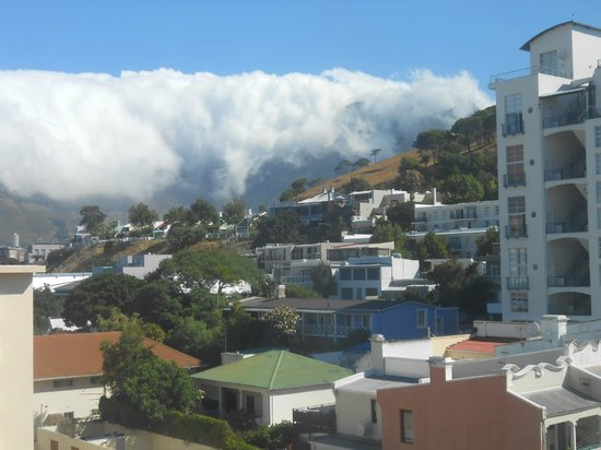 Protea Hotel by Marriott Cape Town Cape Castle: Table Mountain covered in cloud