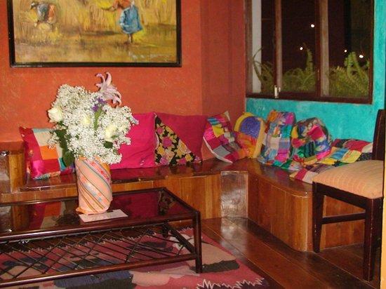 Miramelindo Spa Hotel:                   Blumen waren überall, drinnen und draußen