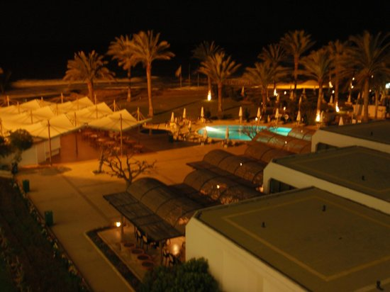 Constantinou Bros Athena Beach Hotel: Hotel by night