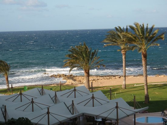 Constantinou Bros Athena Beach Hotel: The beach by the hotel