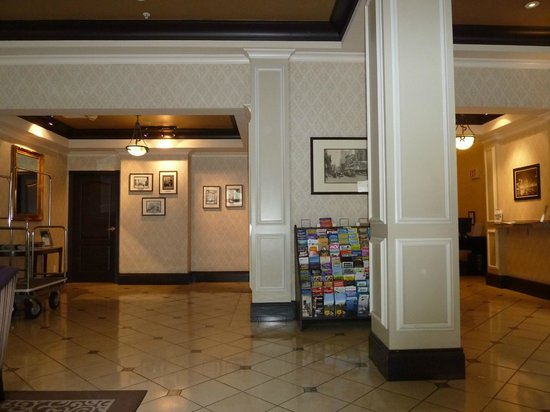 Ramada Limited Vancouver Downtown:                   Empfang