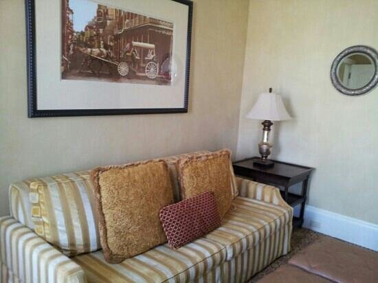 The Roosevelt New Orleans, A Waldorf Astoria Hotel:                   Living room