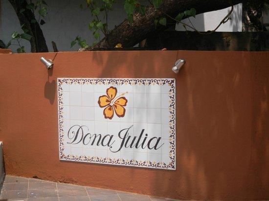 Dona Julia: Entrance