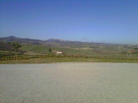 Relais Villa Grazianella - Fattoria del Cerro: panorama dal giardino del relais