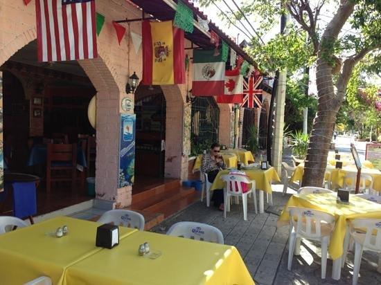 Altamar Restaurante Espanol:                   вид с улицы