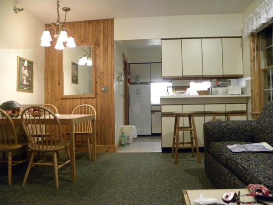 The Crafts Inn: better photo of kitchen/dining area