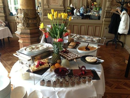 Victoria Jungfrau Grand Hotel & Spa:                   Brunch