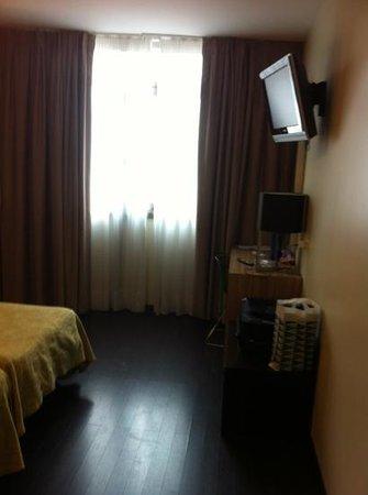 Hotel Moon:                   habitación