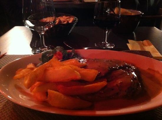 La Baraque a Boeuf :                                     pavé de boeuf sauce aux poivres, frites fraiches, petit cass