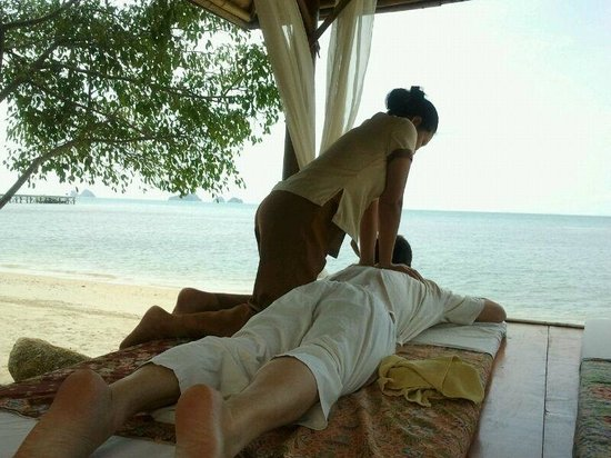 The Sunset Beach Resort & Spa, Taling Ngam:                   thai massage by the beach