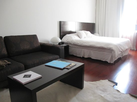 Moreno Hotel Buenos Aires: light and airy room, with plenty of space to spread out