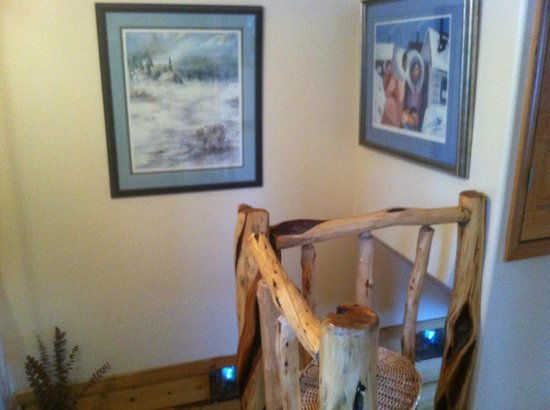 Riverbend Log Cabins & Cottage Rentals:                   Going Upstairs