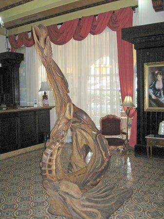 Gran Hotel Costa Rica:                   Lobby sculpture