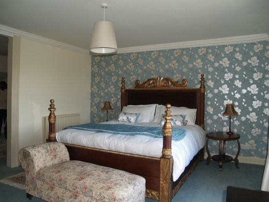 Abbotshaw House - Farm B&B: Reiver Suite Superking Size Hand-Carved Bed