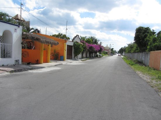 Casita de Maya: The Casita is the orange bldg. This is the street it is on.