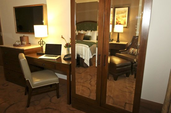 L'Auberge Casino Resort Lake Charles: Newly Renovated Guest Room