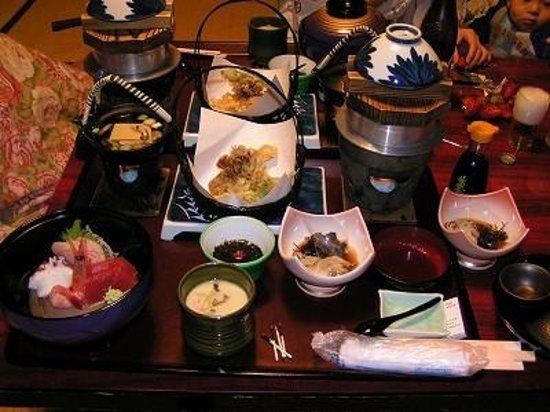 Oiwake Onsen:                   三陸の新鮮な海の幸が食べきれないほどです。
