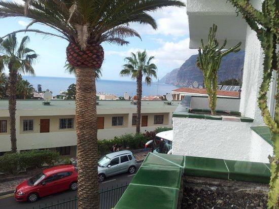 El Sombrero: view looking to the cliffs at Los Gigantes