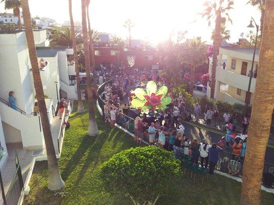 El Sombrero: grandstand view of the carnival parade