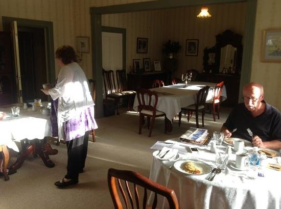 Heytesbury House:                   Breakfast Room