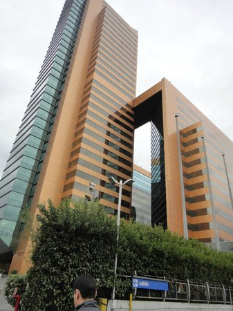Santiago Marriott Hotel: the hotel from outside