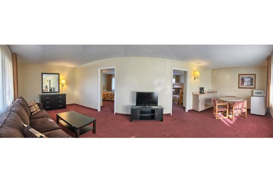 Relax Inn and Suites: Two Bedroom Suite