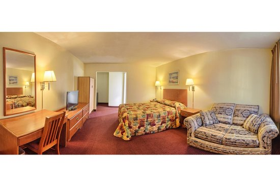 Relax Inn and Suites: Queen Room