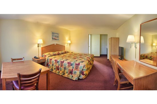 Relax Inn and Suites: Queen Suite