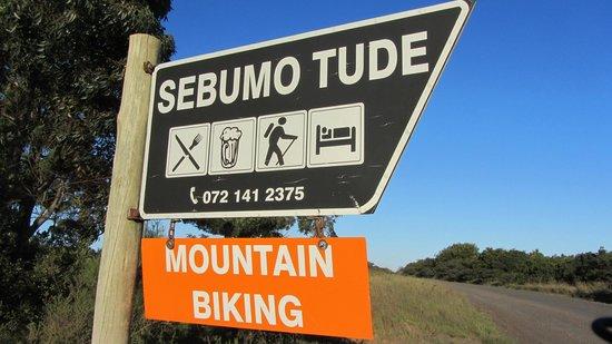 Sebumo Tude Nature's Lounge:                   Hinweisschild