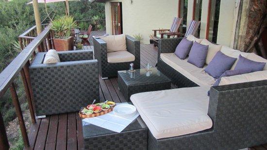 Sebumo Tude Nature's Lounge:                   Loungebereich Terasse Lodge