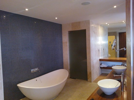The d Hotel Drogheda: Bathroom in Penthouse