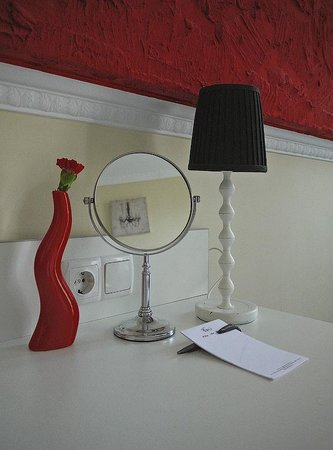 City Art Hotel:                   number in red ))))